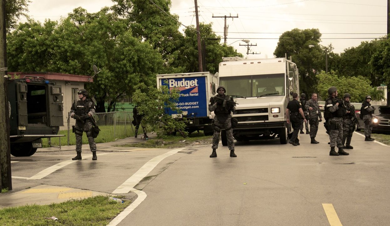 """Die Spezialeinheit """"Crime Suppression"""" besteht aus 15 Frauen und Männern und hat den Gangstern in Miami den Kampf angesagt. In Zusammenarbeit mit V... - Bildquelle: kabel eins"""
