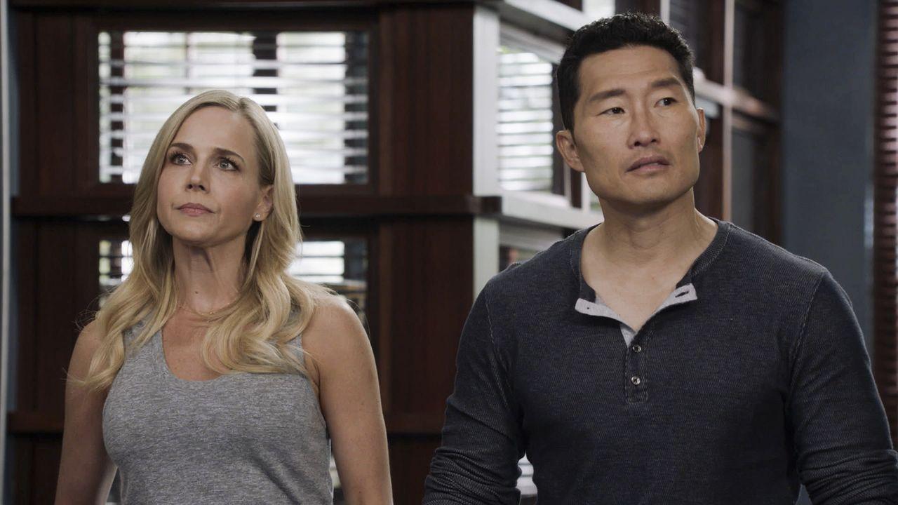 Nicht nur ihr aktueller Fall bereitet ihnen Kopfzerbrechen: Chin (Daniel Dae Kim, r.) und Abby (Julie Benz, l.) ... - Bildquelle: 2017 CBS Broadcasting, Inc. All Rights Reserved