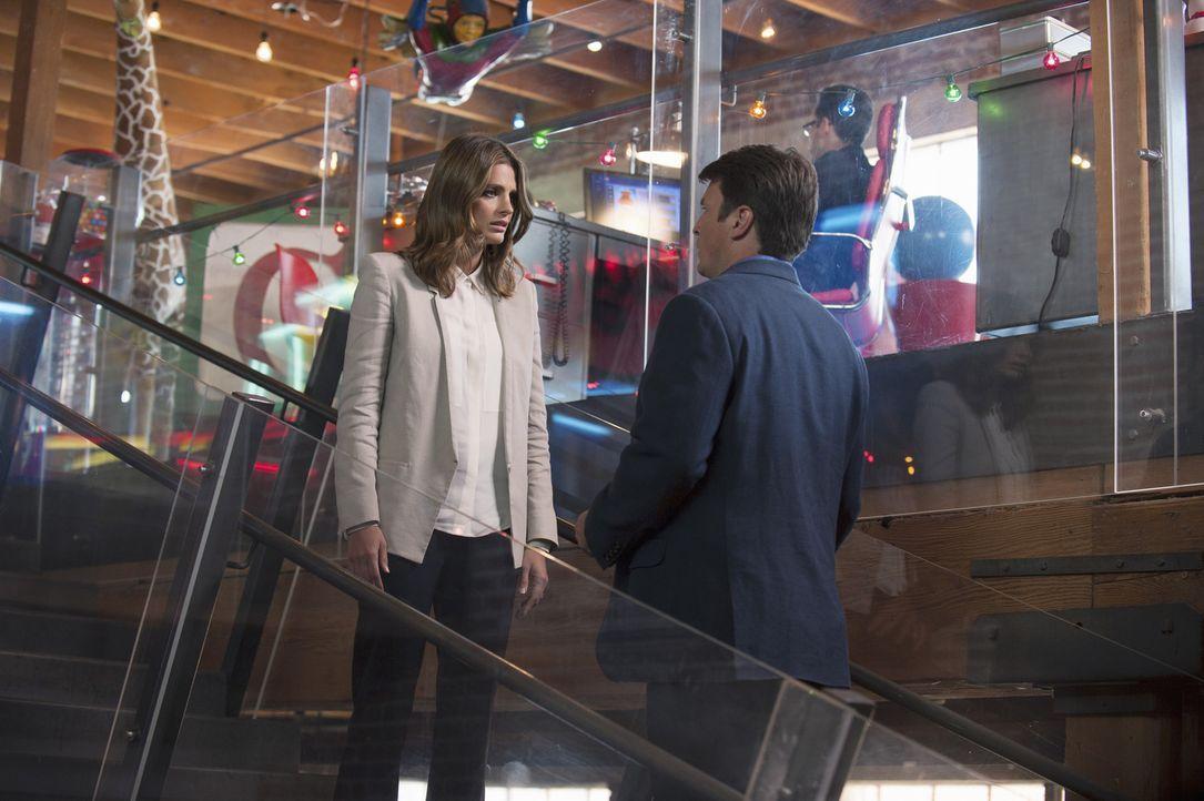 Endlich können sie wieder gemeinsam an einem Fall arbeiten: Kate Beckett (Stana Katic, l.) und Richard Castle (Nathan Fillion, r.) müssen herausfind... - Bildquelle: ABC Studios