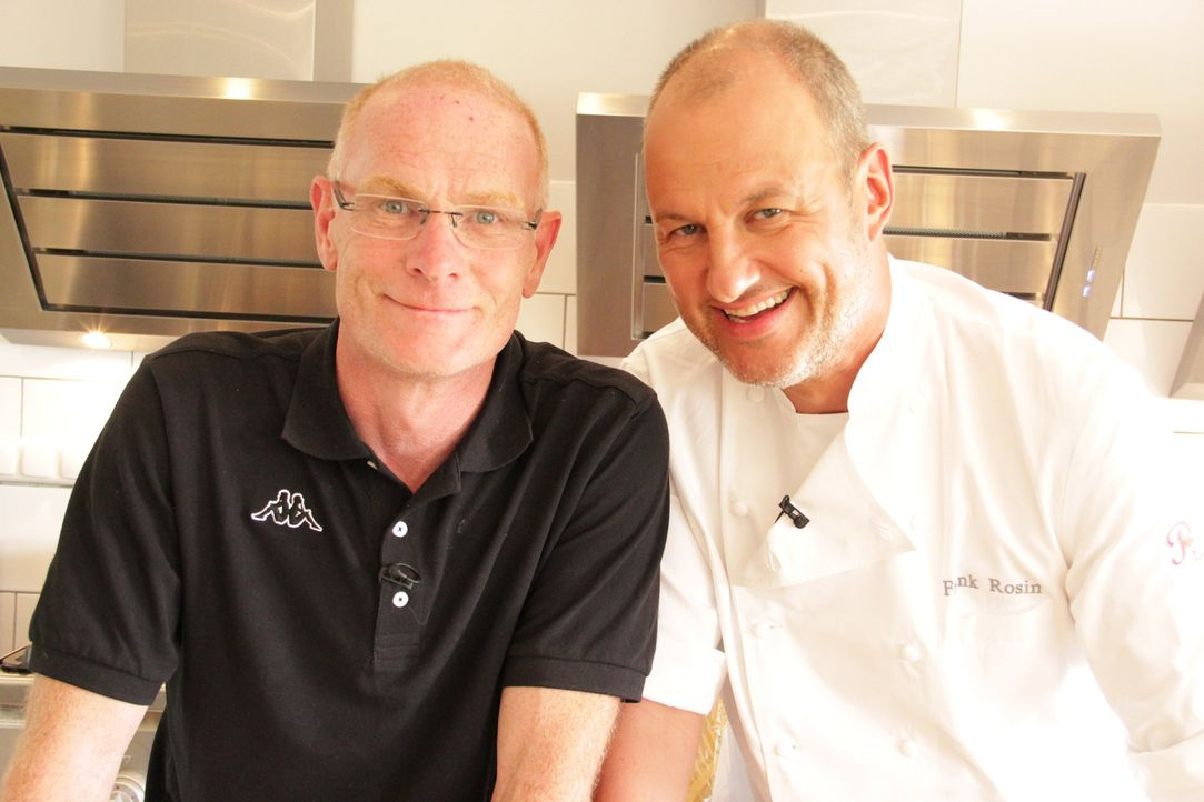 """Marcus Schmidt (l.) hat harte Zeiten hinter sich und hofft, mit der Unterstützung von Sternekoch Frank Rosin (r.), sein """"Seerestaurant Inheiden"""" wie... - Bildquelle: kabel eins"""