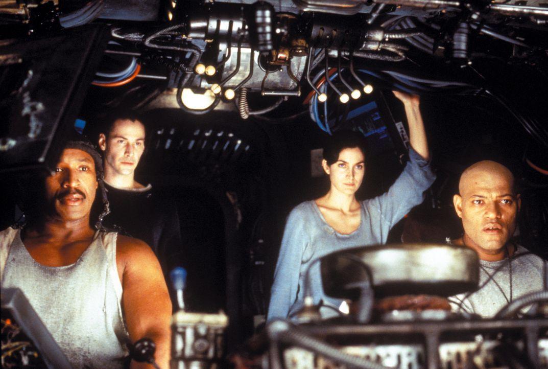 Neben Dozer (Anthony Ray Parker, l.), Trinity (Carrie-Anne Moss, 2. v. r.) und ihrem Captain Morpheus (Laurence Fishburne, r.), gehört auch Neo (Kea... - Bildquelle: Warner Bros. Pictures