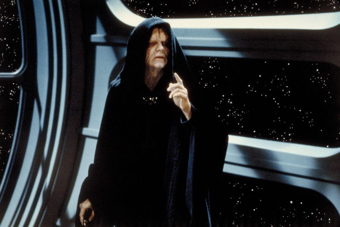 Er will die Macht: der allseits gefürchtete Imperator (Ian McDiarmid) ... - Bildquelle: TM & © 2015 Lucasfilm Ltd. All rights reserved.