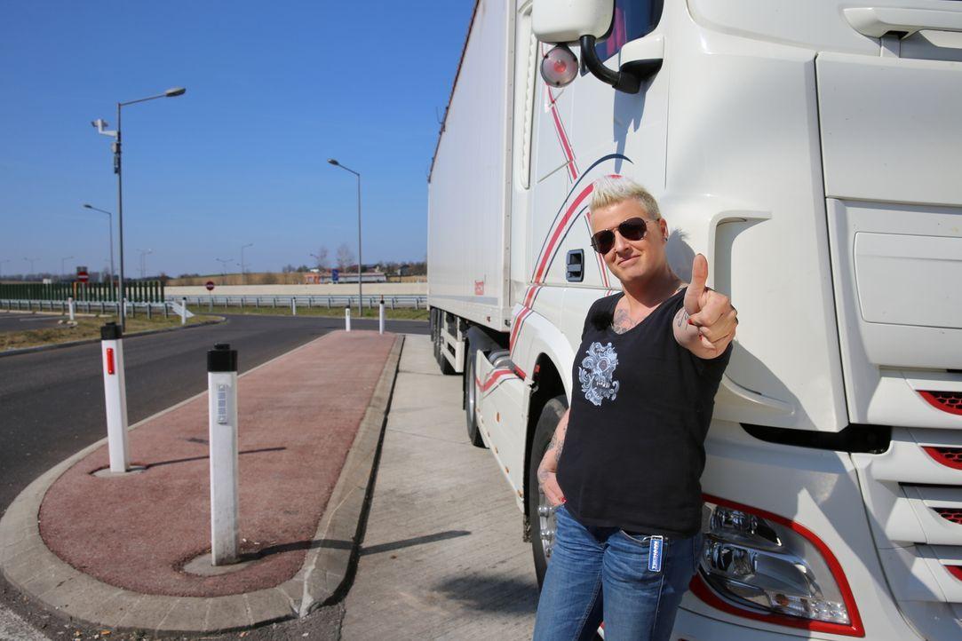 Wie ist es als Frau in einem typischen Männerberuf zu arbeiten? Truckerin Jana zeigt, wie man sich als Frau in dem Job behauptet ... - Bildquelle: kabel eins