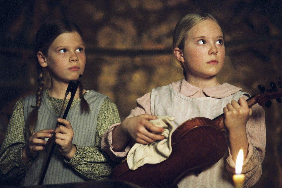 Müssen sich erst an das neue Leben gewöhnen: Laura (Kyle Chavarria, l.) und Mary (Danielle Chuchran, r.) - Bildquelle: ABC, Inc.