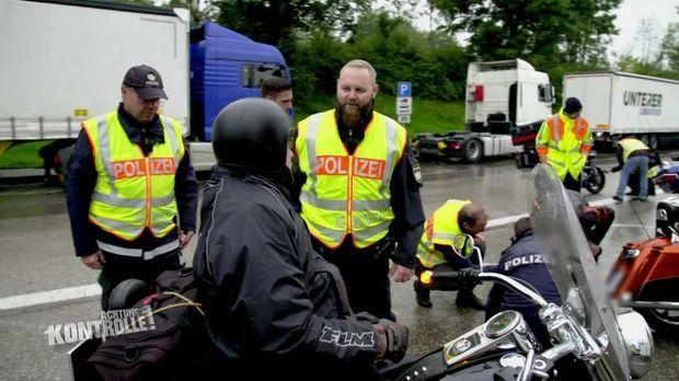 Achtung Kontrolle - Achtung Kontrolle! - Thema U.a: Motorradgroßkontrolle In Oberbayern