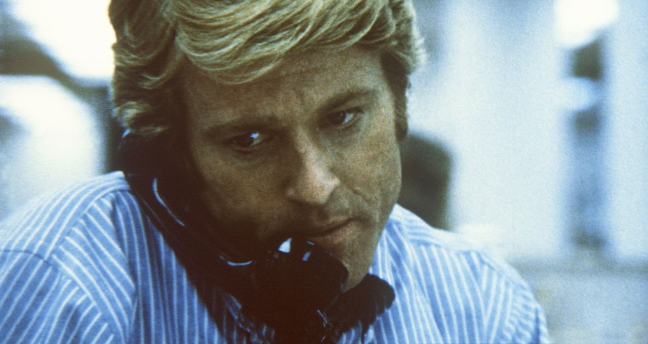 """Der Reporter Bob Woodward (Robert Redford) erhält einige interessante Informationen zur """"Watergate-Affäre"""" ... - Bildquelle: Warner Bros."""