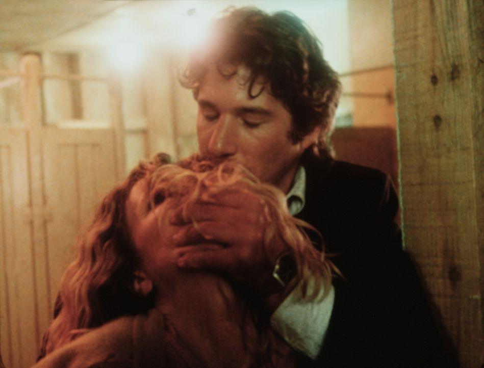 Eddie Jilette (Richard Gere, r.) bringt die Gangsterbraut Michel (Kim Basinger, l.) in seine Gewalt - sie ist nämlich Zeugin eines grausamen Mordes... - Bildquelle: TriStar Pictures