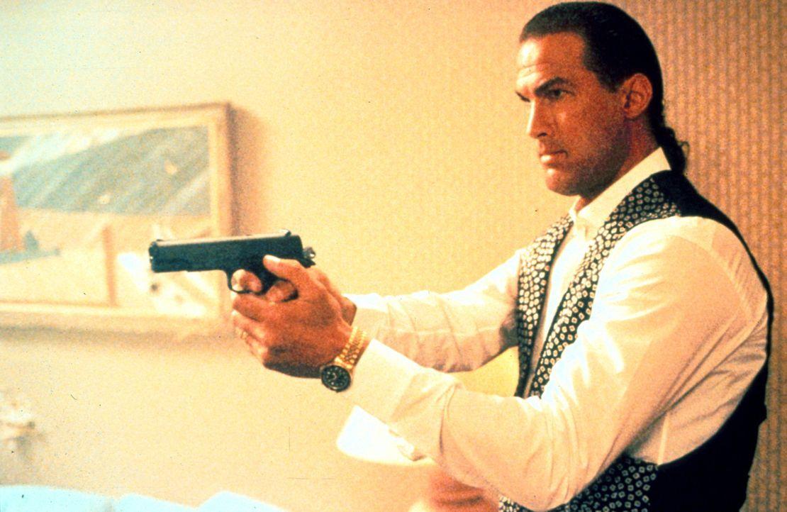 Nach sieben Jahren wacht Mason (Steven Seagal) endlich aus dem Koma auf. Nun versucht er, die Mörder seiner Frau zu finden. Doch die haben gute Kont... - Bildquelle: Warner Bros.
