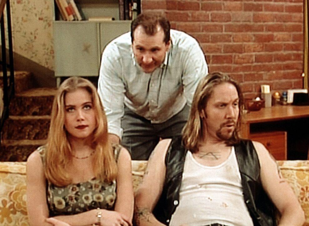 Al (Ed O'Neill, M.) versucht, Kelly (Christina Applegate, l.) mit ihrem Ex-Freund Stab (Edward Blanchard, r.) zu verkuppeln. - Bildquelle: Columbia Pictures