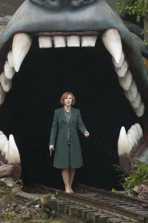 """""""Und der Haifisch, der hat Zähne"""", doch CIA-Agentin Marissa Wiegler (Cate Blanchett) verfügt über einige Killer und etliche Waffenarsenale, die sie... - Bildquelle: 2011 Focus Features LLC. All Rights Reserved."""