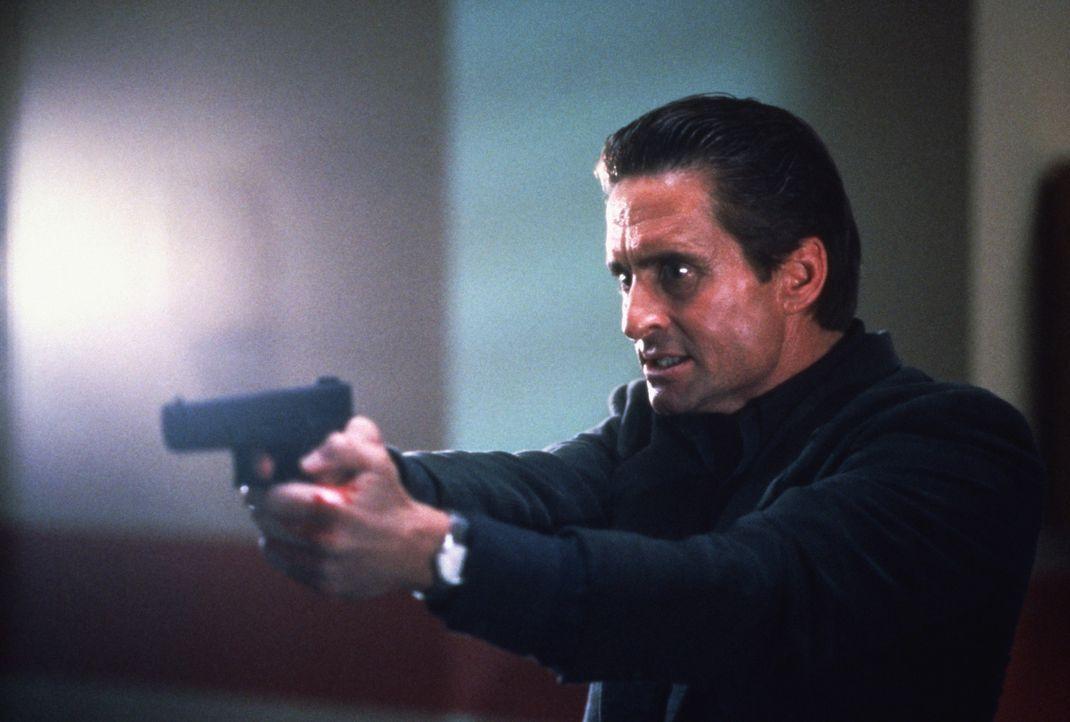 Auf der Jagd nach dem Eispickel-Mörder begibt sich Nick Curran (Michael Douglas) in höchste Lebensgefahr ... - Bildquelle: 1992 Carolco Pictures Inc. and Le Studio Canal+ S.A. All Rights Reserved.