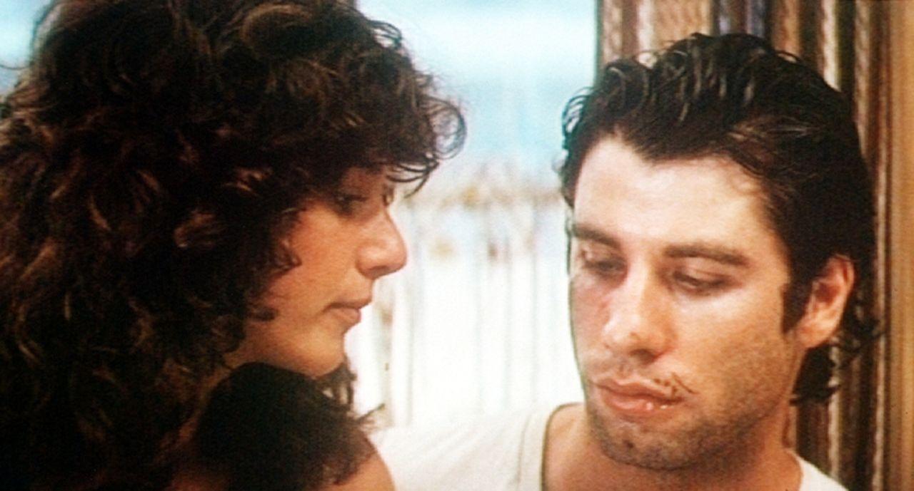 Das Eheleben des jungvermählten Paares Sissy (Debra Winger, l.) und Bud (John Travolta, r.) bleibt nicht problemfrei ...