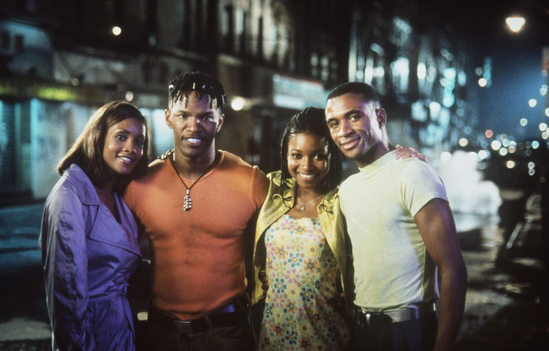 Bunz (Jamie Foxx, 2.v.l.) und Rushon (Tommy Davidson, r.) würden alles darum geben, um bei Lysterine (Vivica A. Fox, l.) und Nikki (Tamala Jones, 2... - Bildquelle: 1997 Columbia Pictures Industries, Inc. All Rights Reserved.