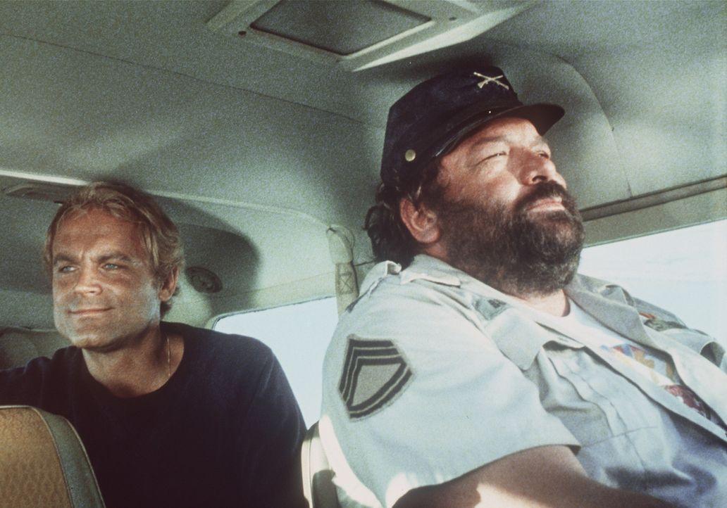 Auf in die Südsee-Idylle! Alan (Terence Hill, l.) und Charlie (Bud Spencer, r.) ...
