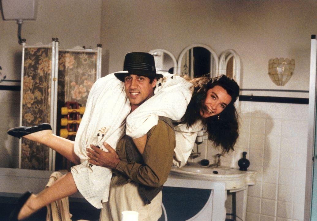 Als Kriminalinspektor gelingt es Boghi (Adriano Celentano) nicht nur, Starlet Linda (Marina Suma) vor einem Stalker zu beschützen, sondern sie auch...