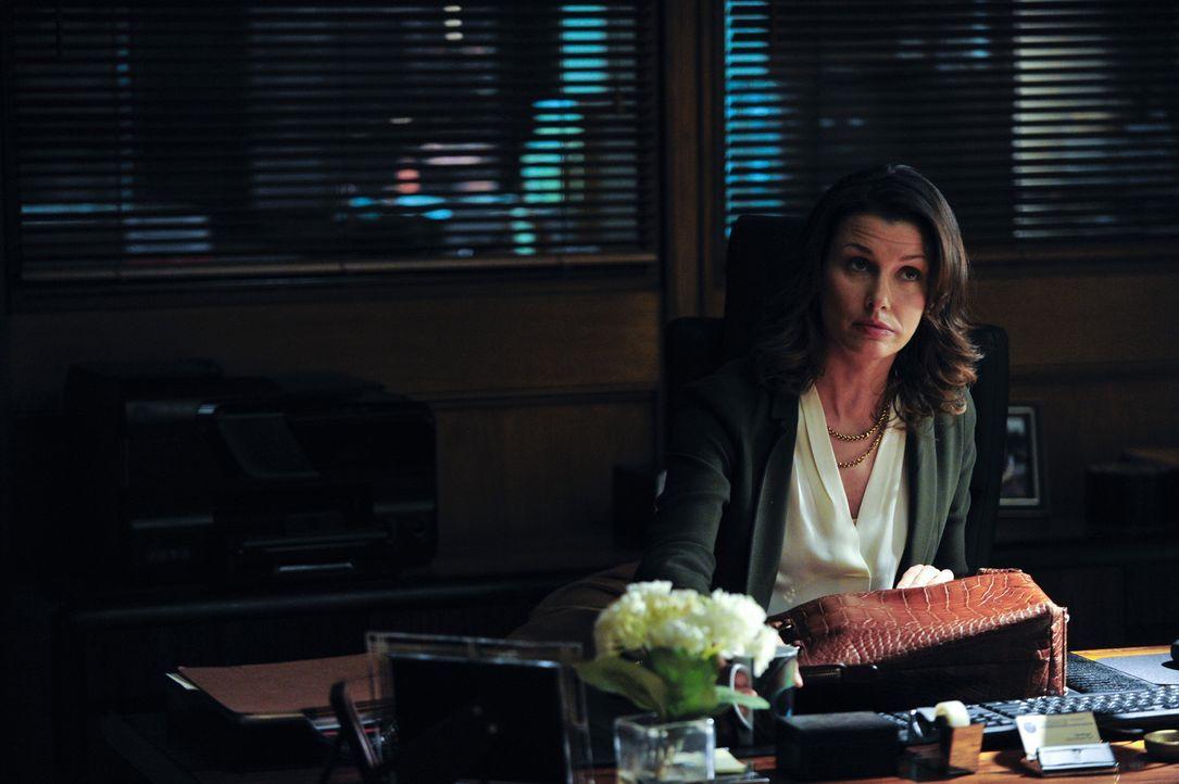 Erin (Bridget Moynahan) muss sich einem Fall zuwenden, bei dem ein Polizist einen Mann in Polizeigewahrsam getötet hat. Dies bringt sie auf Kollisio... - Bildquelle: 2013 CBS Broadcasting Inc. All Rights Reserved.