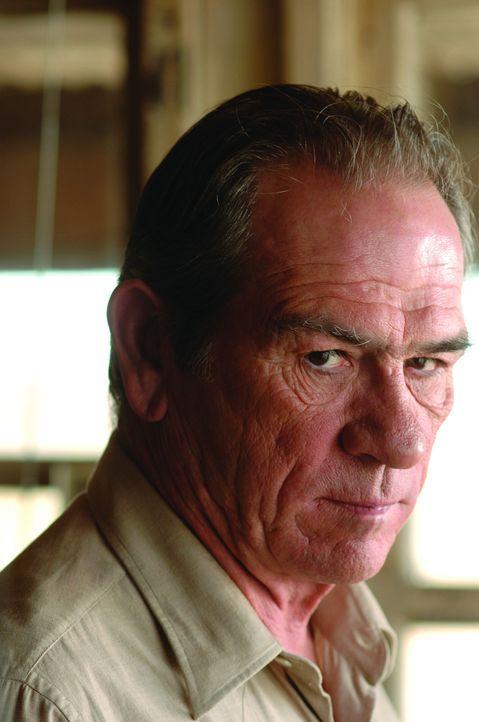 Sheriff Bell (Tommy Lee Jones) hat den Verfolgern, die Jagd auf Llewelyn Moss machen, nichts entgegenzusetzen ... - Bildquelle: 2008 by PARAMOUNT VANTAGE, a Division of PARAMOUNT PICTURES, and MIRAMAX FILM CORP. All Rights Reserved.