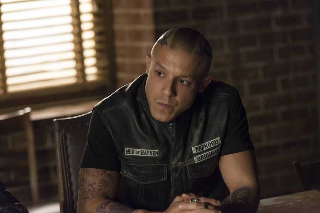 Juice (Theo Rossi) sorgt sich um Jax - wie wird er mit seinem Zusammenbruch umgehen? - Bildquelle: 2013 Twentieth Century Fox Film Corporation and Bluebush Productions, LLC. All rights reserved.