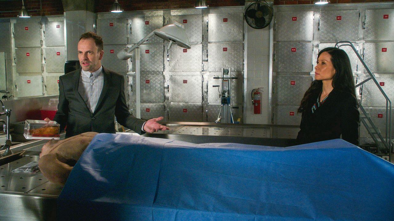 (v.l.n.r.) Sherlock Holmes (Jonny Lee Miller); Dr. Watson (Lucy Liu) - Bildquelle: 2018 CBS Broadcasting, Inc. All Rights Reserved