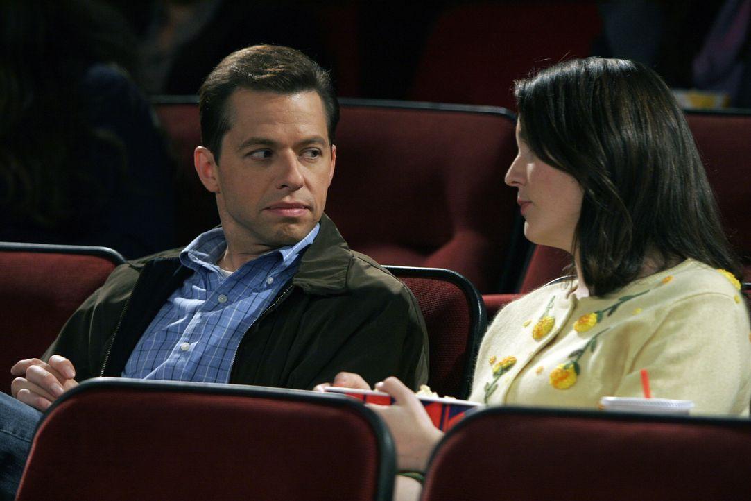 Alan (Jon Cryer, l.) lernt Charlies Stalkerin Rose (Melanie Lynskey, r.) näher kennen und ist begeistert von ihrer Bildung und ihrer Klugheit ... - Bildquelle: Warner Brothers Entertainment Inc.