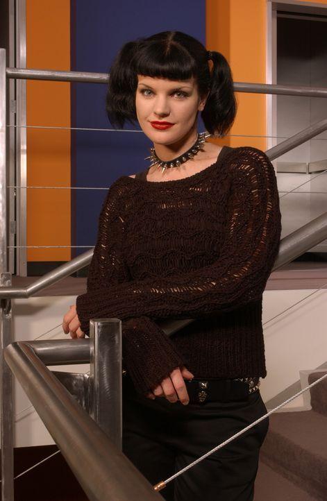 (1. Staffel) - Abby (Pauley Perrette) ist die Laborantin des NAVY CIS Teams. Sie ist eine begabte, wunderschöne Wissenschaftlerin, die sich etwas ei... - Bildquelle: CBS Television