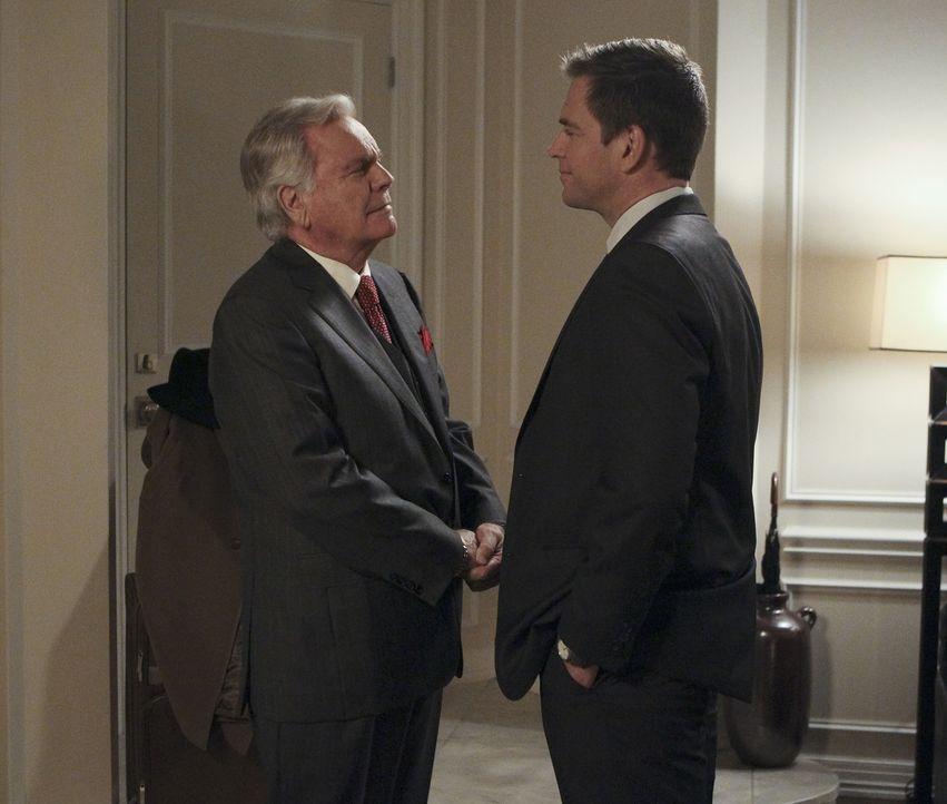Bei den Ermittlungen in einem neuen Mordfall, stellt sich Tonys (Michael Weatherly, r.) Vater (Robert Wagner, l.) als sehr wertvoll heraus, da er üb... - Bildquelle: Sonja Flemming CBS Television
