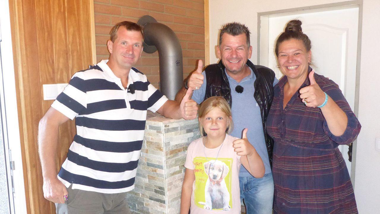 """Bei """"Mein Mann macht das!"""" lässt Heimwerker-Experte Mark Kühler (2.v.r.) wöchentlich handwerklich begabte Ehemänner gegeneinander antreten: Dirk Büt... - Bildquelle: kabel eins"""