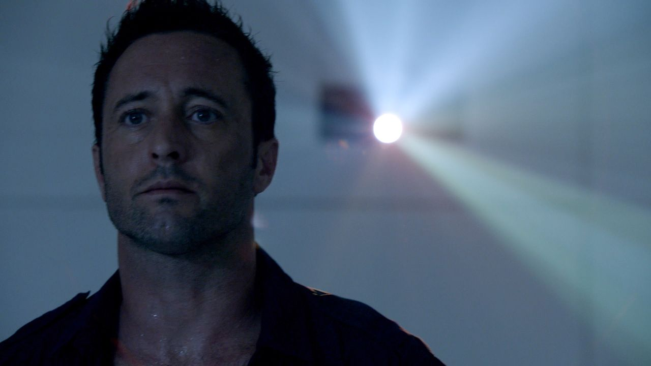 Steve (Alex O'Loughlin) wurde von Wo Fat entführt, gefoltert und mit Drogen vollgepumpt - dabei erlebt er, was passiert sein könnte, hätten er und s... - Bildquelle: 2014 CBS Broadcasting Inc. All Rights Reserved.