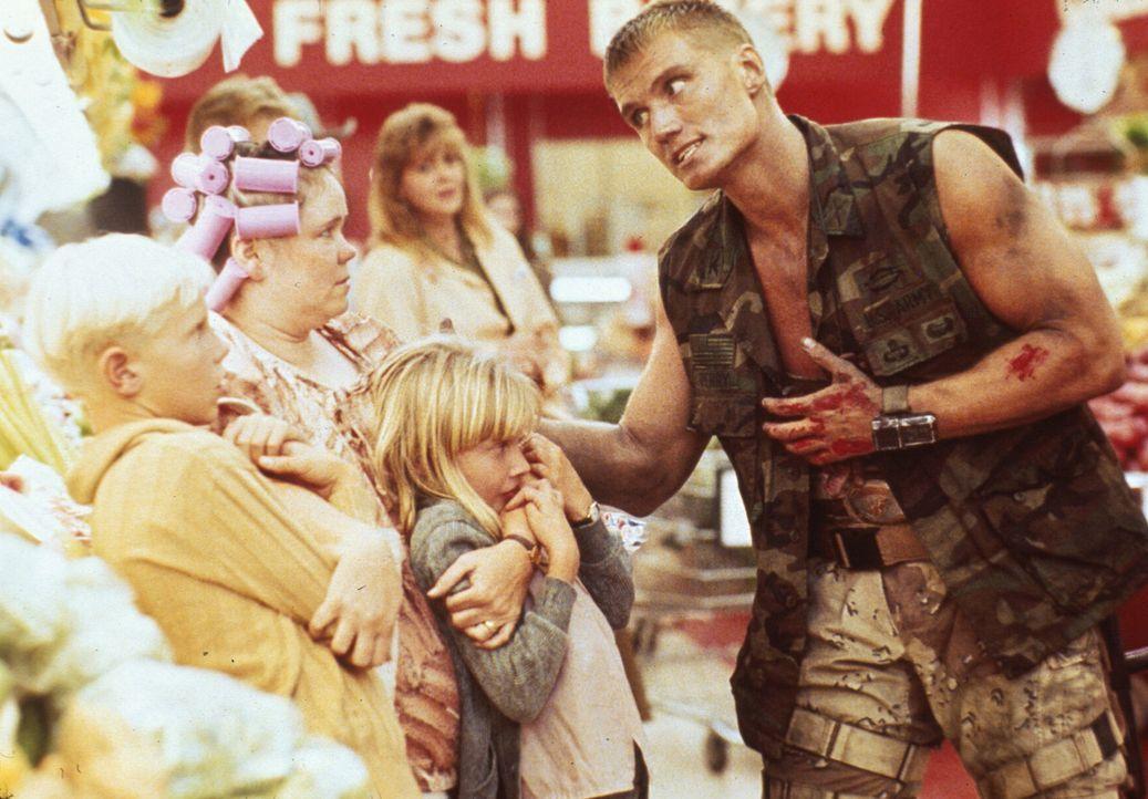 Die perfekte Killermaschine: Andrew (Dolph Lundgren) ... - Bildquelle: 1992 TriStar Pictures