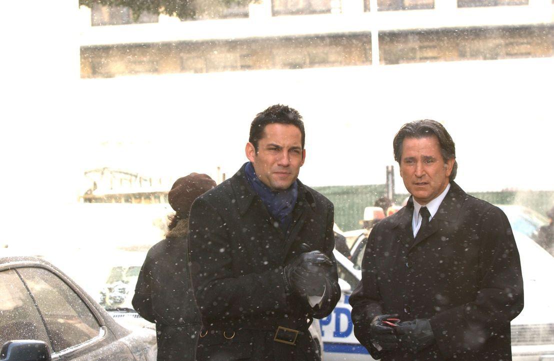 Wo steckt der unter Schizophrenie leidende Joe Gibson? Danny Taylor (Enrique Murciano, l.) und sein Kollege Jack Malone (Anthony LaPaglia, r.) geben... - Bildquelle: Warner Bros. Entertainment Inc.