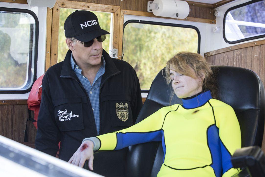 Pride (Scott Bakula, l.) und seine Team müssen einen zweifachen Mordfall auf einem Forschungsboot aufklären ... - Bildquelle: 2014 CBS Broadcasting Inc. All Rights Reserved.