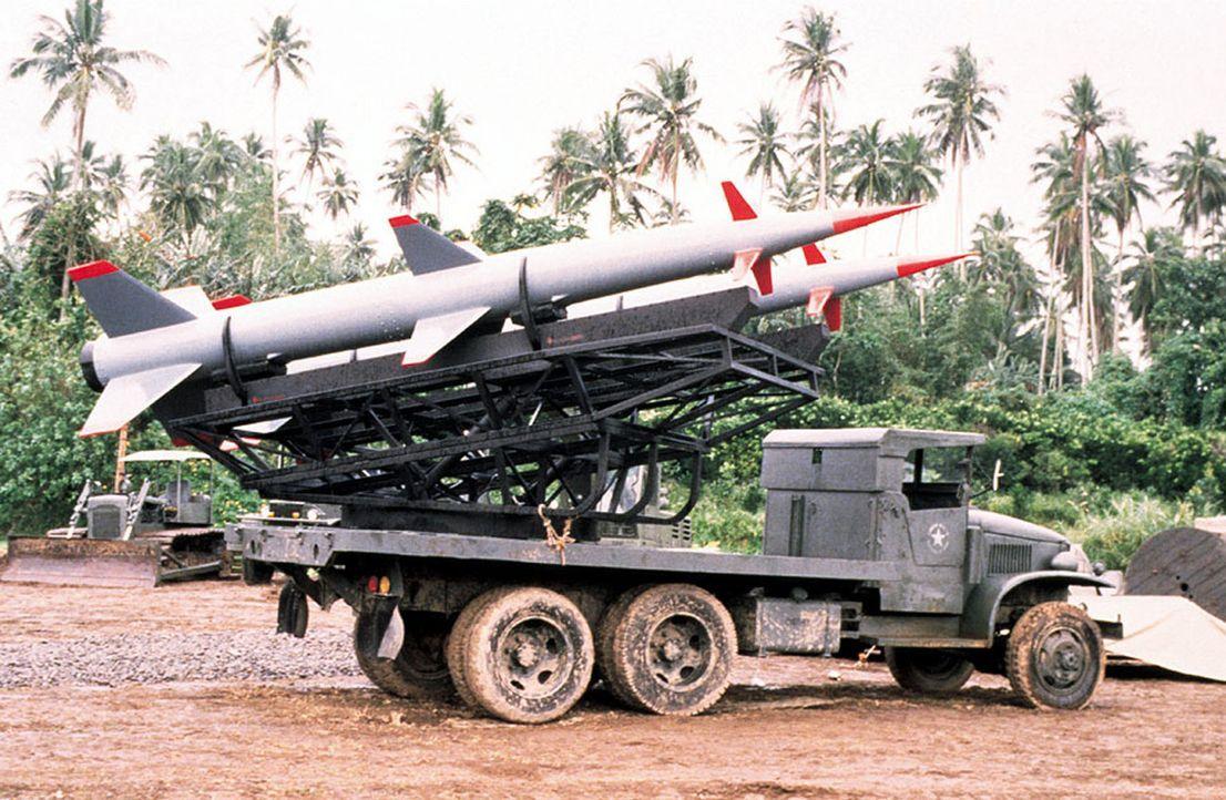 Nach dem misslungenen Invasionsversuch der USA in der Schweinebucht 1961, rüsteten die UDSSR gewaltig auf Kuba auf. US-Spionageflugzeuge entdeckten... - Bildquelle: TM &   2001 NEW LINE PRODUCTIONS. INC.  ALL RIGHTS RESERVED.