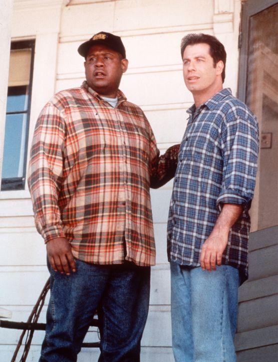 Seit dem Blitzschlag verblüfft George Malley (John Travolta, r.) immer wieder seinen Freund Nate Pope (Forest Whitaker, l.) mit seiner unglaubliche... - Bildquelle: Buena Vista Pictures