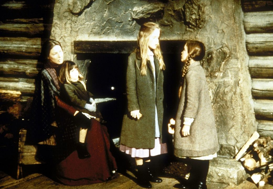 (v.l.n.r.) Caroline (Karen Grassle) und ihre Töchter Carrie (Lindsay Sidney Greenbush), Mary (Melissa Sue Anderson) und Laura (Melissa Gilbert) ver... - Bildquelle: Worldvision
