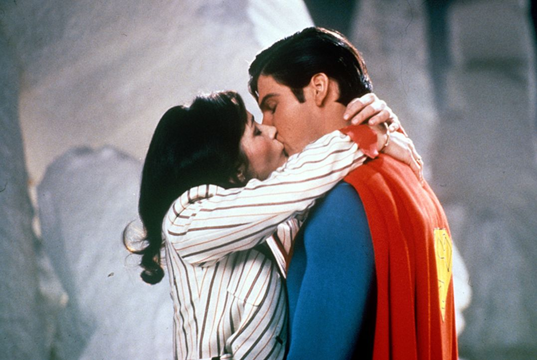 Lois Lane (Margot Kidder, l.); Superman (Christopher Reeve, r.) - Bildquelle: DC Comics.   1981 Warner Bros. Entertainment Inc. All rights reserved.