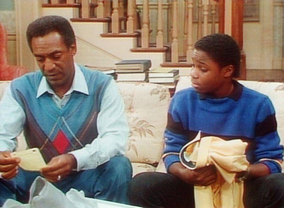 Man erinnert sich an die Geschichte mit dem Edelhemd, für das Theo (Malcolm-Jamal Warner, r.) 95 Dollar von seinem Vater (Bill Cosby, l.) haben wol... - Bildquelle: Viacom