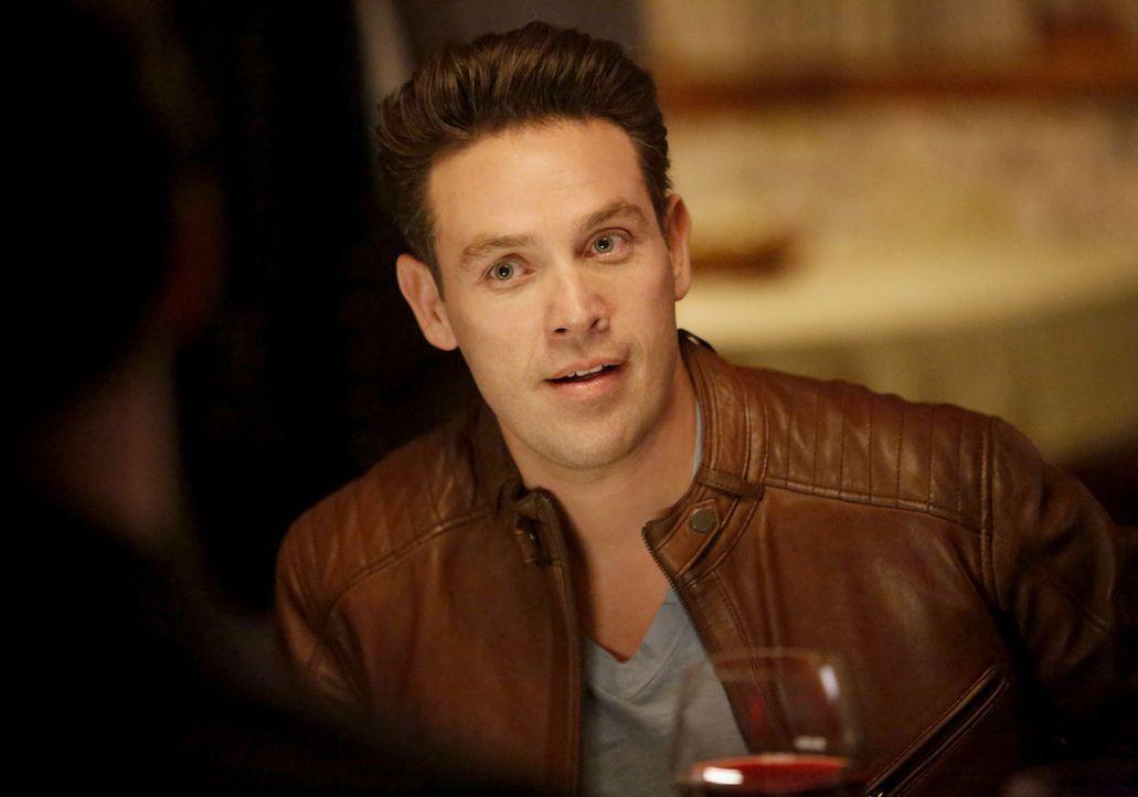 Während sich Chloe und auch Lucifer Gedanken darüber machen, ob sie ihren Eltern immer ähnlicher werden, wird Dan (Kevin Alejandro) in Malcolms Mach... - Bildquelle: 2016 Warner Brothers