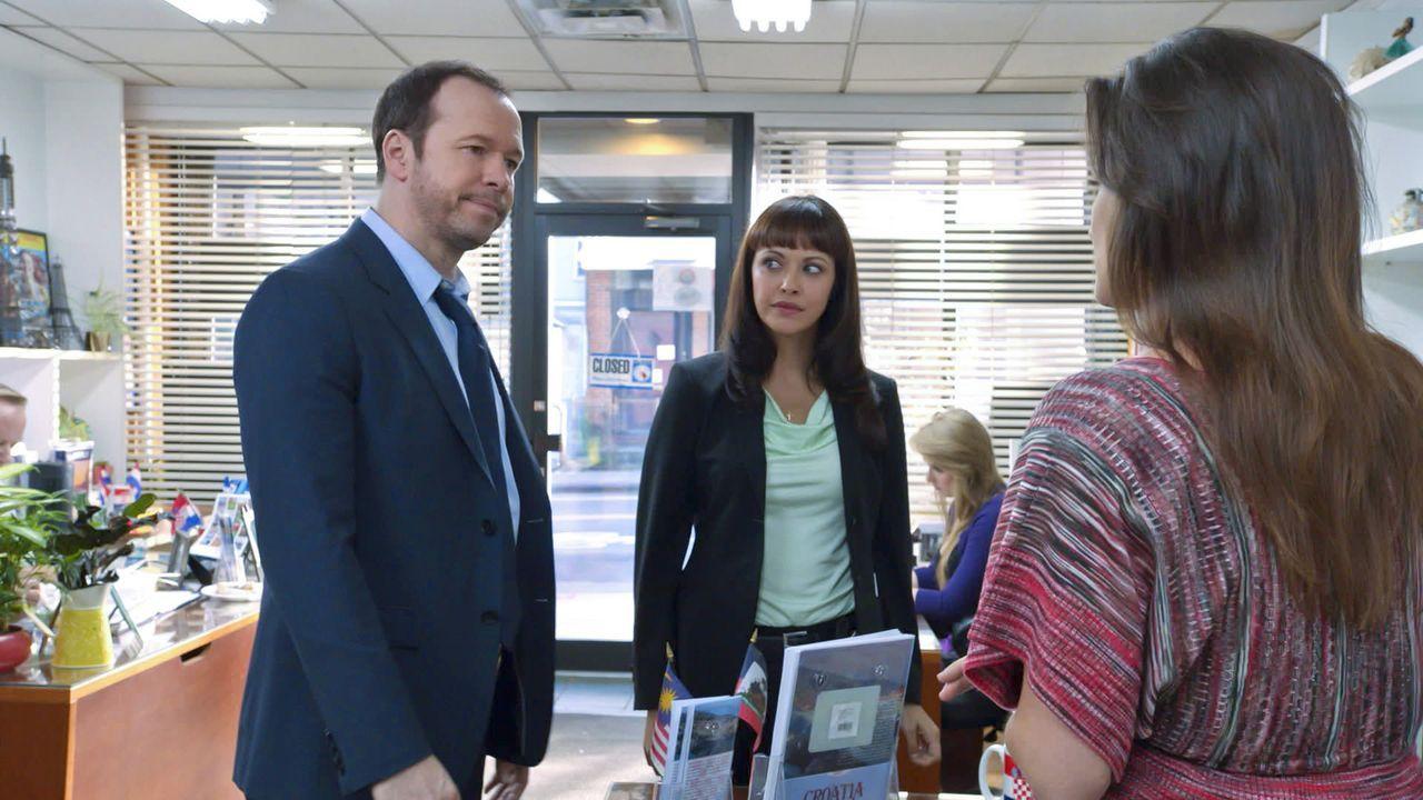 Erin bittet Danny (Donnie Wahlberg, l.) und Maria (Marisa Ramirez 2.v.l.) bei dem mutmaßlichen Entführungsfall eines Mädchens um Hilfe. Beide nehmen... - Bildquelle: 2013 CBS Broadcasting Inc. All Rights Reserved.