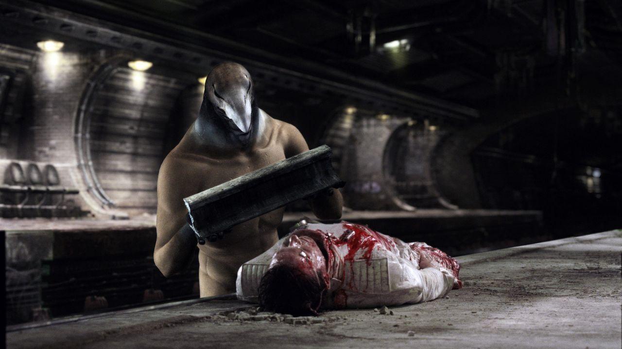 Um der Sterblichkeit zu entgehen, muss der ägyptische Gott Horus (Thomas M. Pollard) einen menschlichen Körper auftreiben. Seine Wahl fällt auf Alci... - Bildquelle: TF1 Films Productions