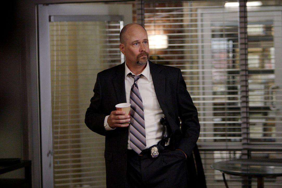 Soll den Red John-Fall übernehmen: Agent Sam Bosco (Terry Kinney) ... - Bildquelle: Warner Bros. Television
