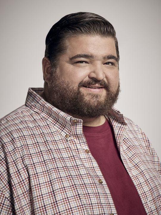 (8. Staffel) - Jerry Ortega (Jorge Garcia) ist trägt seit kurzem Stolz seine Polizeimarke der Hawaii Five-0 Task Force. Als Verschwörungstheoretiker... - Bildquelle: Justin Stephens 2017 CBS Broadcasting Inc. All Rights Reserved. / Justin Stephens