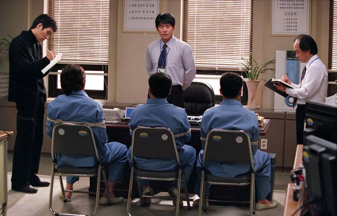 Schon als Kind ärgerte sich Chul-jung Kang (Kyung-gu Sol, M.) darüber, dass sein Mitschüler Sang-woo Han dank Papis Brieftasche mit nahezu jeder... - Bildquelle: Splendid