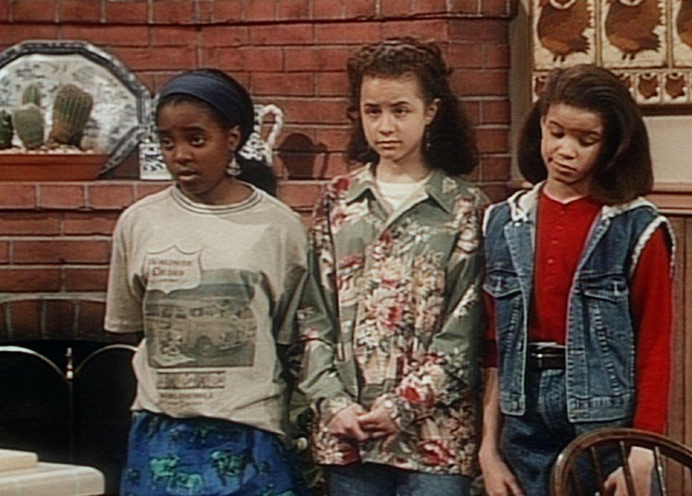 Rudy (Keshia Knight Pulliam, l.), Susan (Rachel Hillman, M.) und Danielle (Nicole Leach, r.) fühlen sich schon so erwachsen, dass sie nicht versteh... - Bildquelle: Viacom