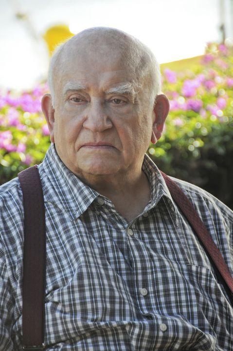 Das Team hofft, dass Ex-Hehler August March (Ed Asner) ihnen bei einem neuen Fall behilflich sein kann ... - Bildquelle: TM &   CBS Studios Inc. All Rights Reserved.