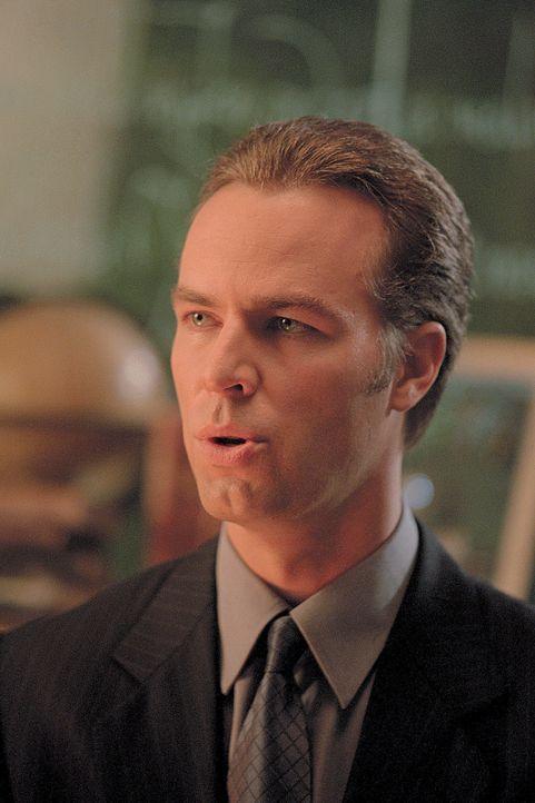 Anwalt Ben Moss (JR Bourne) überbringt Arthur und seinen Kindern eine freudige Nachricht ... - Bildquelle: 2003 Sony Pictures Television International. All Rights Reserved.