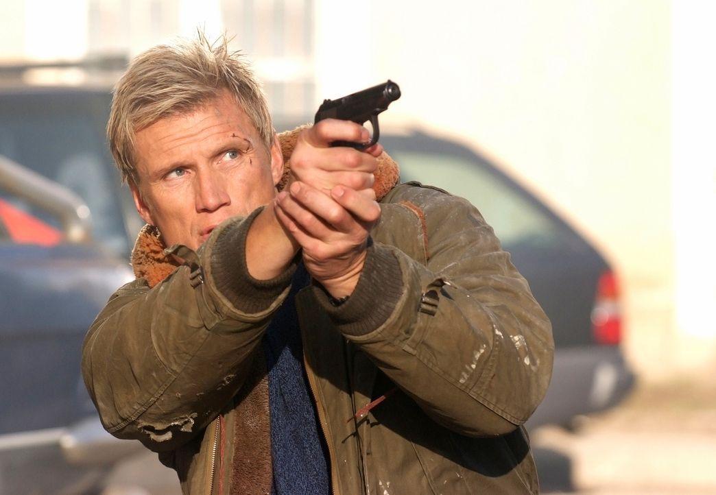 Zeigt seinen Auftraggebern wo der Hammer hängt: Ex-Agent Mike Riggins (Dolph Lundgren) ... - Bildquelle: Nu Image