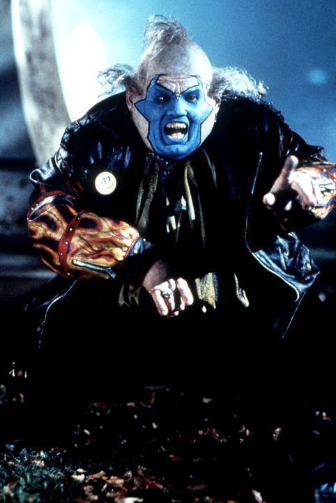 Der unglaublich böse und hässliche Clown (John Leguizamo, l.) versucht, die beiden Kontrahenten, den Geheimdienstchef Wynn und Spawn, aufeinander zu... - Bildquelle: New Line Cinema