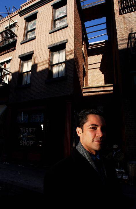 Ermittelt an einem schwierigen Fall: Scott (Danny Pino) ... - Bildquelle: Warner Bros. Television