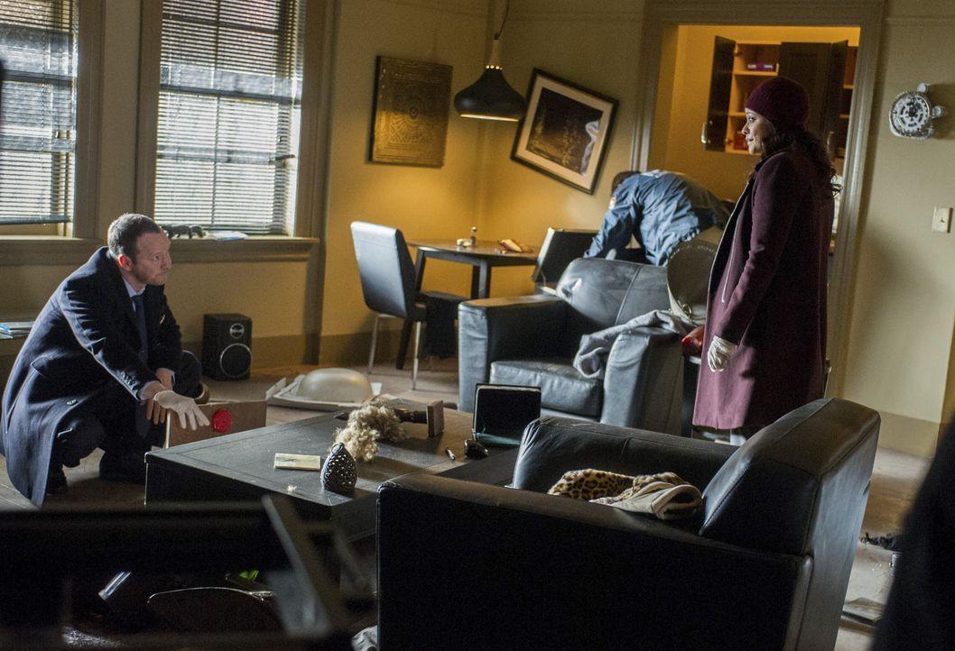 Danny (Donnie Wahlberg, l.) und Baez (Marisa Ramirez, r.) werden zum Tatort gerufen und finden eine völlig verwüstete Wohnung vor. Was hat der Täter... - Bildquelle: Jeff Neira 2014 CBS Broadcasting Inc. All Rights Reserved.