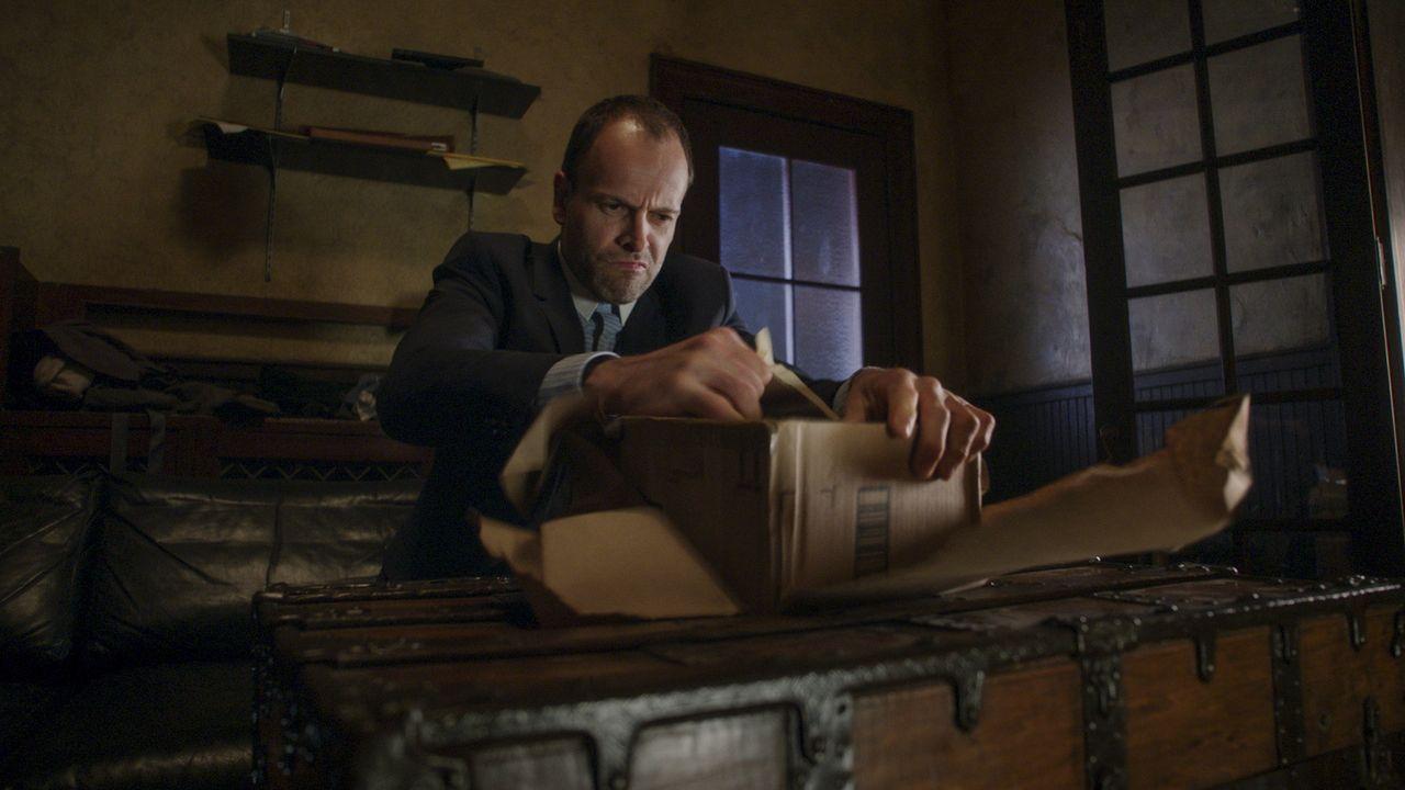 Auf Holmes (Jonny Lee Miller) kommen schwere Zeiten zu, als in New York ein Bandenkrieg ausbricht und es ihm mit seiner Kollegin Watson einfach nich... - Bildquelle: 2017 CBS Broadcasting, Inc. All Rights Reserved.